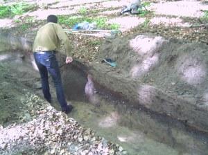 Schwarbe, Insel Rügen. Das Großsteingrab während einer Notbergung 2007.